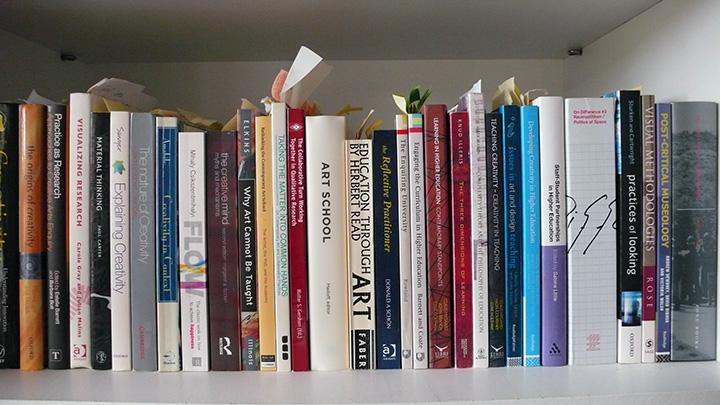 bookshelf_720
